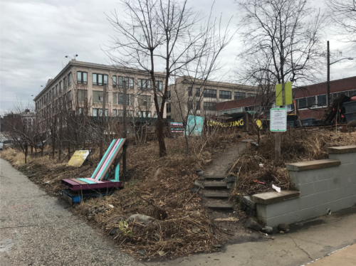 One of the fence-less entrances to the Smiling Hogshead Ranch in Long Island City, Queens. Photo taken in February 2019 by Jessica Saab for NY4P.